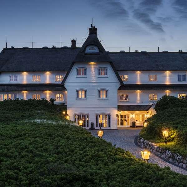 Hotellet og stjernerestauranten Söl'ring Hof i Rantum på Sild set fra øst