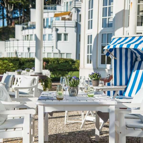 Terrassen med strandkurv på restaurant Felix på Strandhotel Glücksburg ved Flensborg