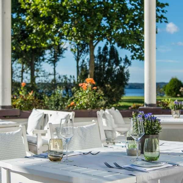 Terrassen med udsigt over Flensborg Fjord på restaurant Felix på Strandhotel Glücksburg